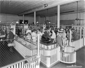 1916-first-self-service-grocery-store.jpg