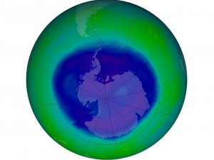 2014_hole in ozone shrinking